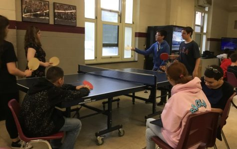 WMS students and faculty make the best out of having gym in the cafeteria
