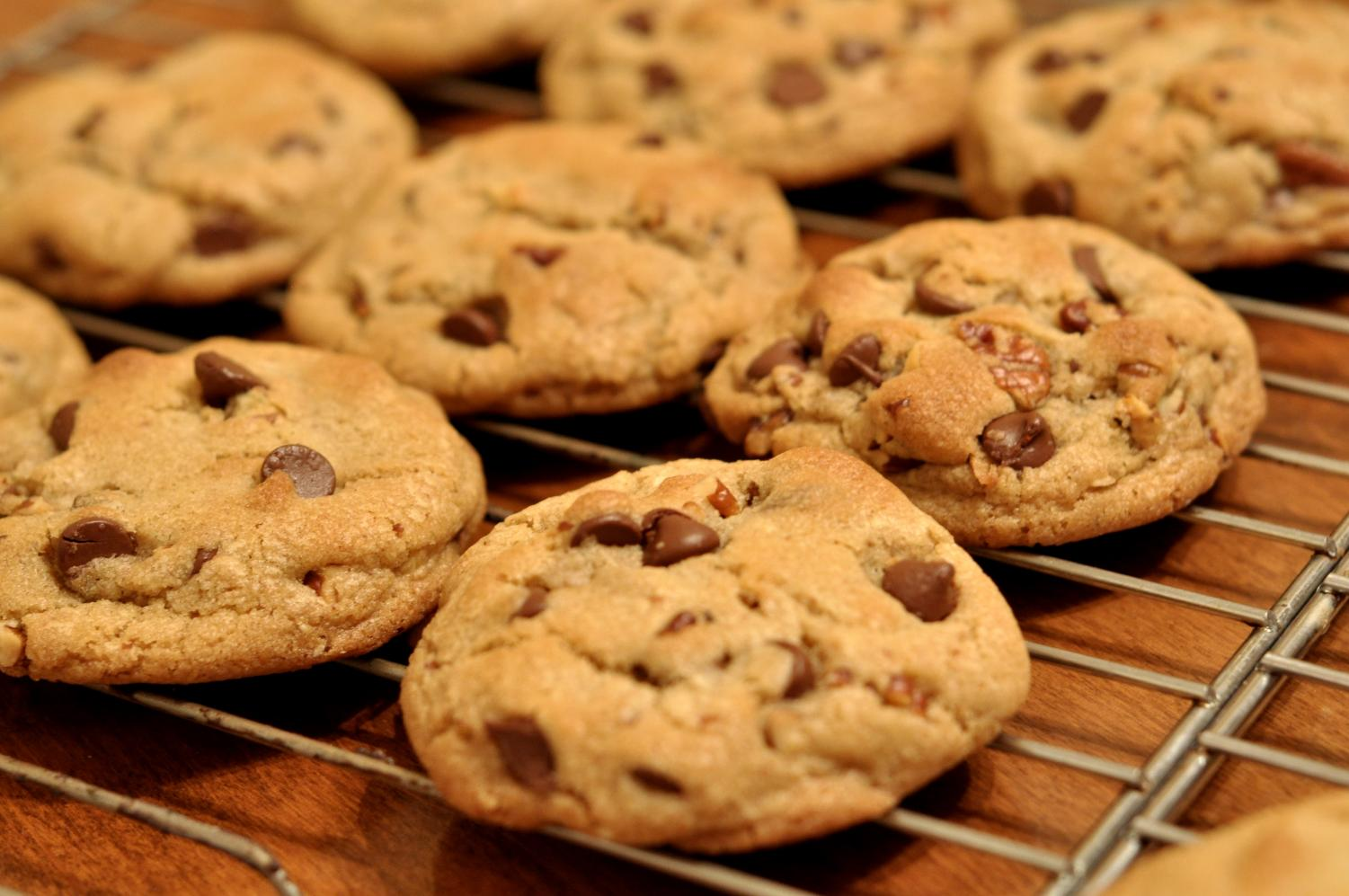 Photo labeled for non-commercial reuse via https://commons.wikimedia.org/wiki/File:Chocolate_Chip_Cookies_-_kimberlykv.jpgpicture Under the Creative Commons Licence