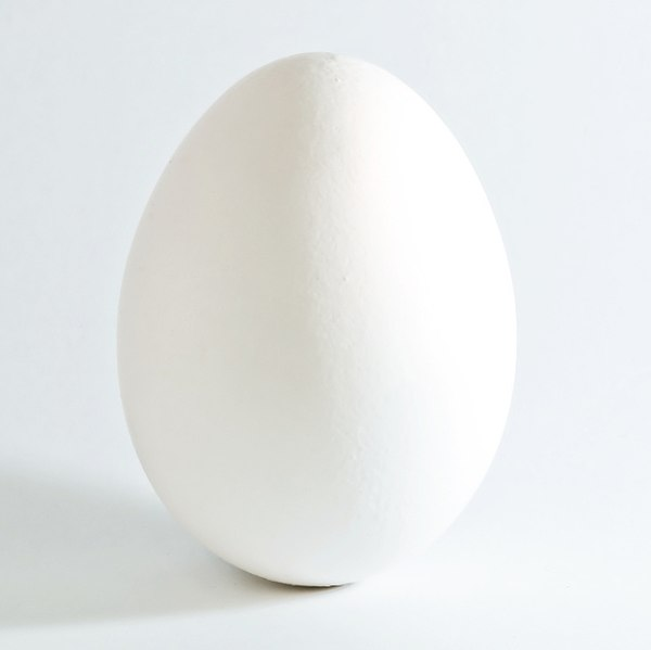 Labeled for noncommerical reuse via https://commons.wikimedia.org/wiki/File:White_chicken_egg_square.jpgunder the Creative Commons Licences.