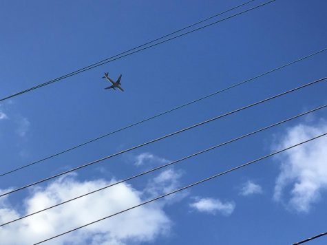 LOOK AT THOSE SKIES: Planes fly overhead from nearby airport in Port Reading, New Jersey