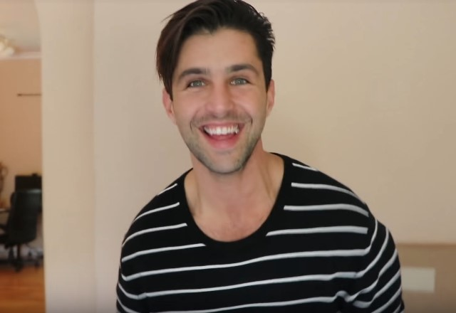 Photo via https://upload.wikimedia.org/wikipedia/commons/b/b7/Josh_Peck_in_2017.jpg under the Creative Commons License